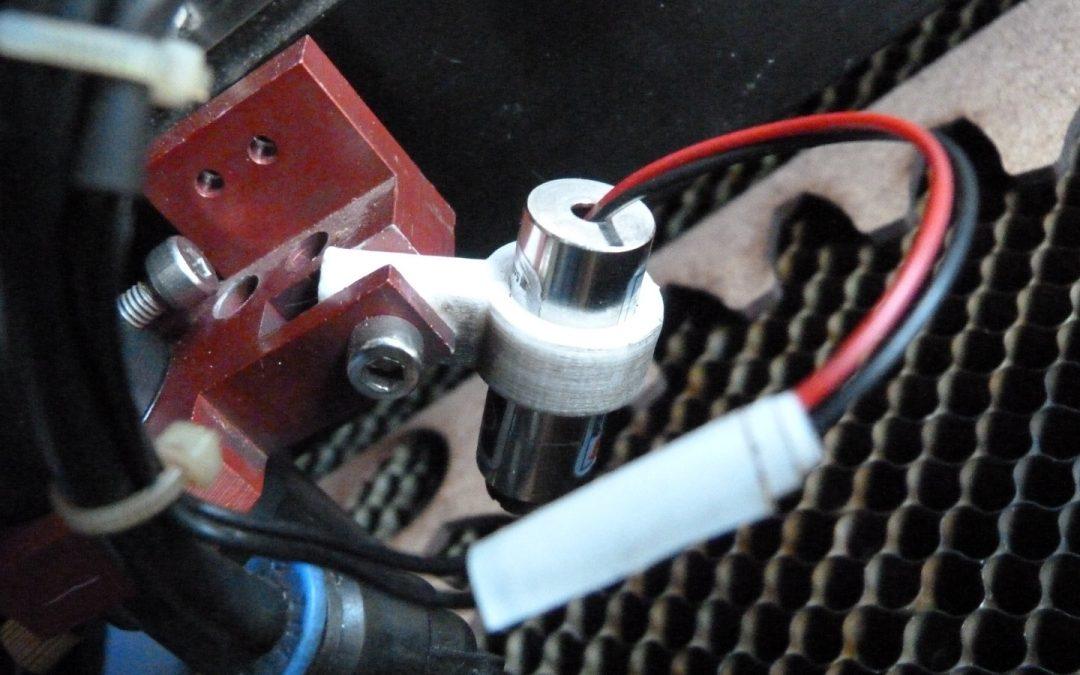 Le support point rouge de notre découpeuse laser